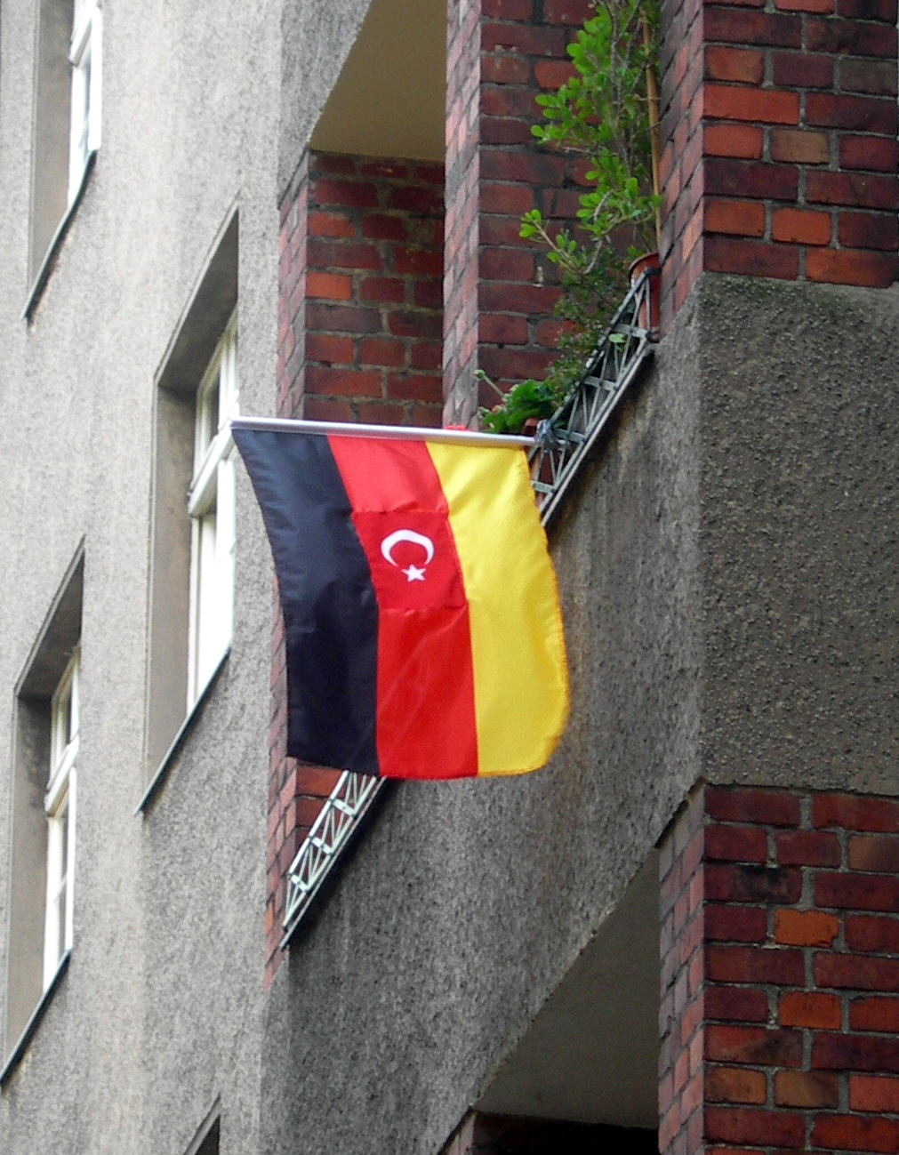 Religiosity, integration, participation: new survey on the attitudes and experiences of citizens of Turkish descent in Germany