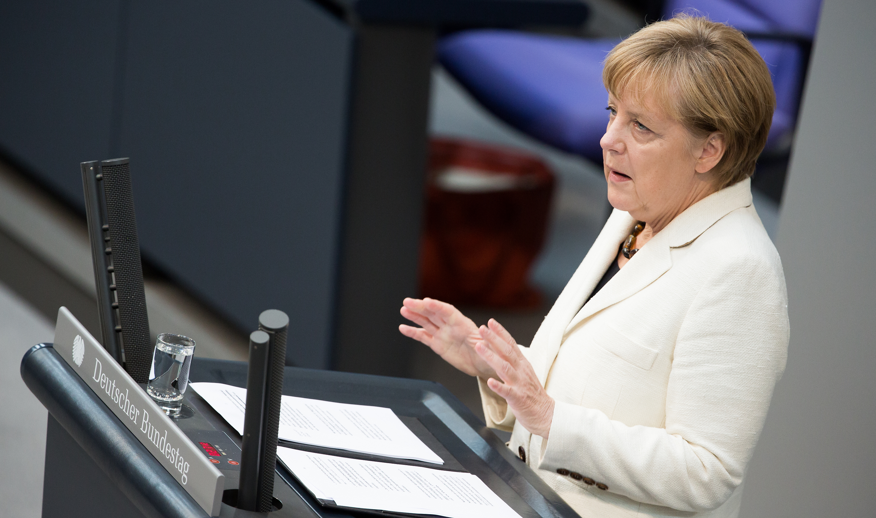 CDU party congress shifts to the right on immigration, burqa, and dual citizenship